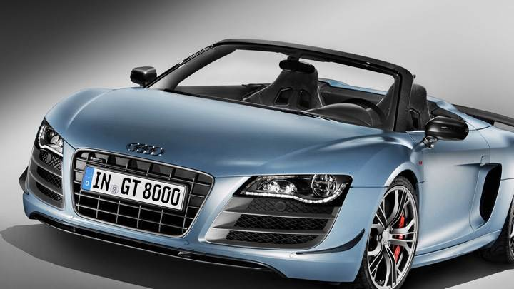 Front Pose of 2011 Audi R8 GT Spyder in Blue